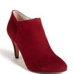VINCE CAMUTO Vive Burgundy Suede Ankle Booties 6.5